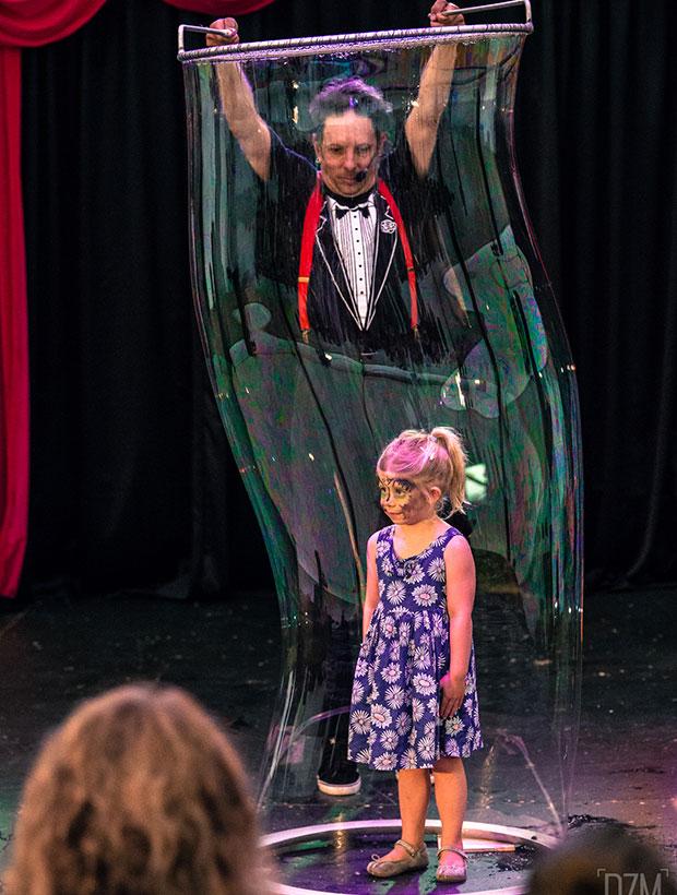Laughter House Entertainment – Dr. Hubble's Bubble Show